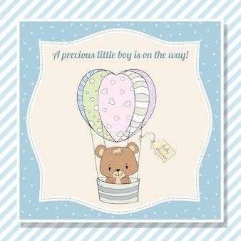 Cartão de chuveiro de bebê menino com ursinho de pelúcia