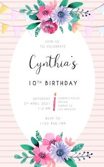 Cartão de convite de aniversário com elemento floral rosa e listras em background