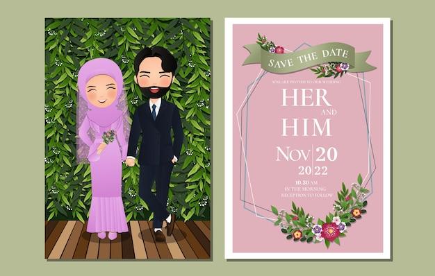 Cartão de convite de casamento a noiva e o noivo bonito casal muçulmano personagem de desenho animado com fundo de folhas verdes.