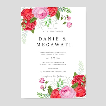 Cartão de convite de casamento com fundo lindas flores folhas