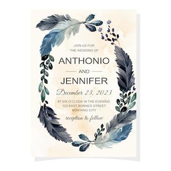 Cartão de convite de casamento com penas em aquarela e folhas