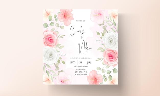 Cartão de convite de casamento de flores e folhas românticas