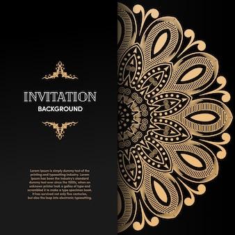 Cartão de convite de luxo mandala de ouro com fundo preto