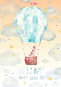 Cartão de convite infantil para uma festa infantil, é um menino, ilustração em aquarela, fofo, dinossauro em um balão nas estrelas e nuvens, pintura