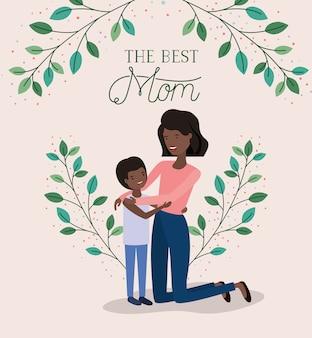Cartão de dia das mães com mãe negra e filho folhas coroa