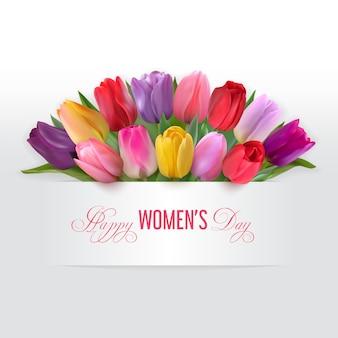 Cartão de dia das mulheres com tulipas coloridas sob cartão de papel horizontal sobre um fundo claro