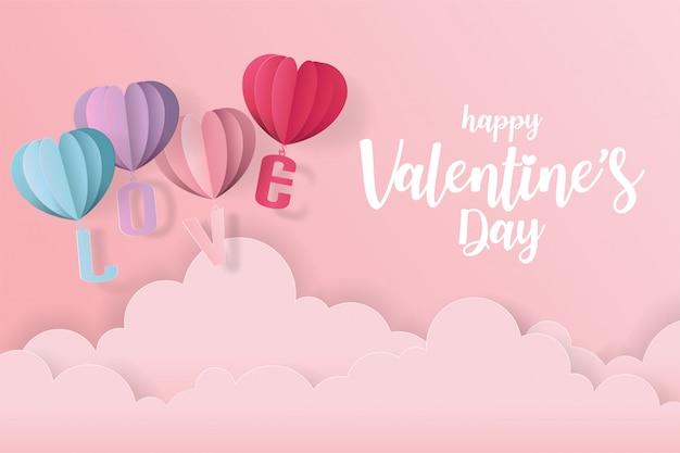 Cartão de dia dos namorados amor com balão de coração, presente e nuvens. estilo de corte de papel