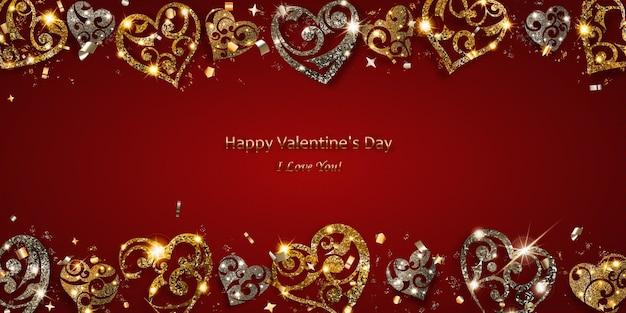 Cartão de dia dos namorados com corações brilhantes de prata e ouro com brilhos e sombras em fundo vermelho