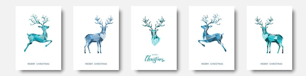 Cartão de felicitações de natal e ano novo. rena de natal poligonal azul. decoração colorida brilhante sobre fundo branco. ilustração vetorial.