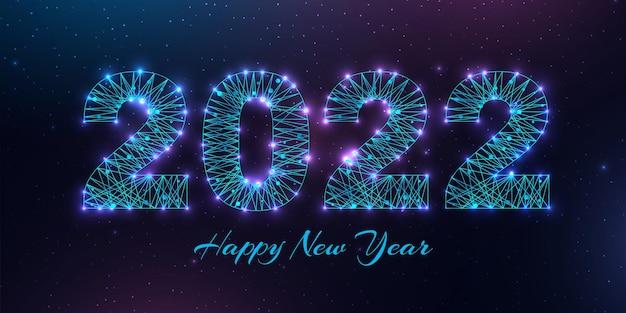 Cartão de feliz ano novo 2022. design de estilo low poly. números de uma malha de wireframe poligonal. ilustração abstrata do vetor em fundo escuro.