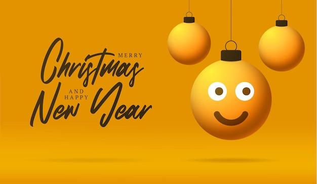 Cartão de feliz natal com rosto de emoji de sorriso. ilustração vetorial em estilo simples com letras de natal e emoção na bola de natal pendurada no fio no fundo