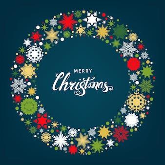 Cartão de feliz natal e feliz ano novo com flocos de neve vermelhos, brancos e dourados sobre fundo azul. ilustração em vetor plana.