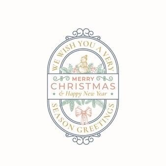 Cartão de feliz natal ou rótulo. banner decorativo do quadro do redemoinho com tipografia e ilustrações de férias desenhadas à mão. boneco de neve, azevinho, agulha de abeto e ramos de estróbilo. isolado
