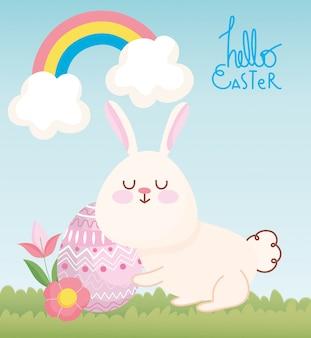 Cartão de feliz páscoa, coelho fofo com flores e decoração de ovo