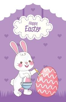 Cartão de feliz páscoa com ovo de pintura de coelho