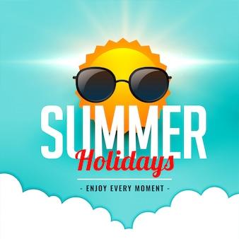 Cartão de férias de verão com sol vestindo óculos de sol