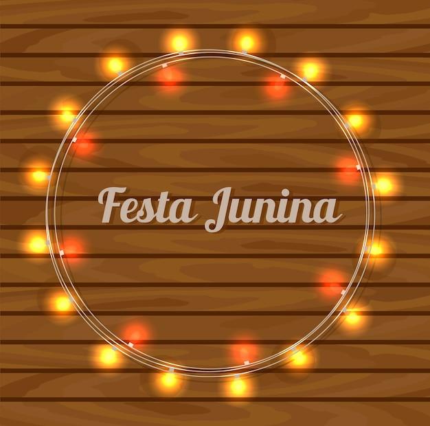 Cartão de festa junina no fundo de madeira.