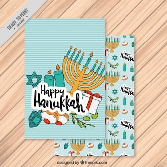 Cartão de hanukkah com candelabro e um fundo listrado