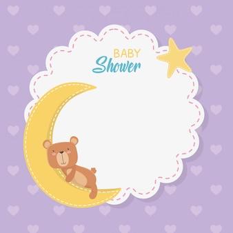 Cartão de laço de chuveiro de bebê com ursinho de pelúcia com a lua