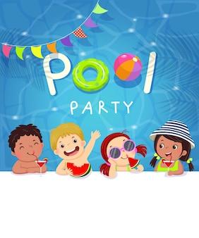 Cartão de modelo de convite de festa na piscina com crianças desfrutando na piscina.