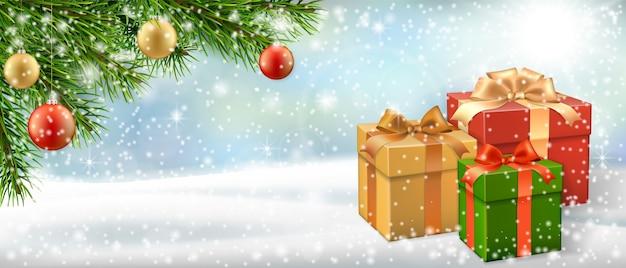 Cartão de natal com caixa de presente, galho de árvore de natal no banner de paisagem de inverno