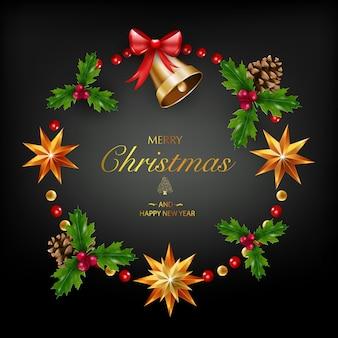 Cartão de natal com uma composição de elementos festivos como estrela dourada, bagas, decorações para a árvore de natal, galhos de pinheiro. feliz natal e feliz ano novo. decoração glitter, ouro