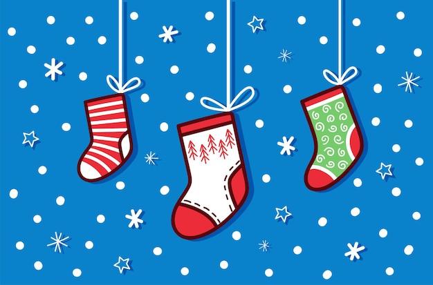 Cartão de natal fofo com meias quentes de inverno multicoloridas