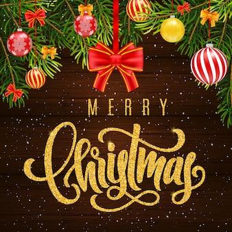 Cartão de presente de feriado com letras douradas, bolas de feliz natal e bolas de natal, galhos de árvores de abeto, arco em fundo de madeira