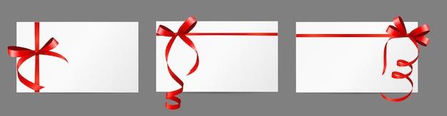 Cartão de presente em branco vazio com fita vermelha e conjunto de arco.