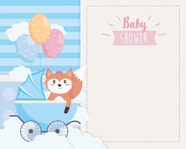Cartão de raposa bonitinha na carruagem e balões