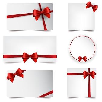 Cartão de saudação de natal e ano novo com uma fita vermelha
