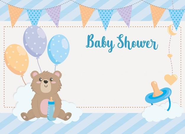 Cartão de urso de pelúcia com banner de festa e chupeta