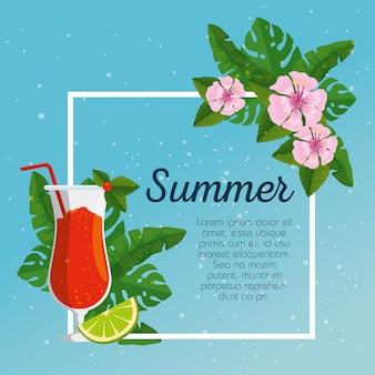 Cartão de verão e flores tropicais com folhas e cocktails