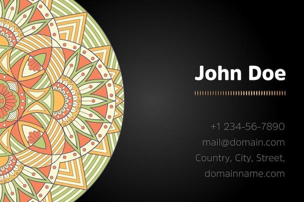 Cartão de visita com desenho de mandala de ouro
