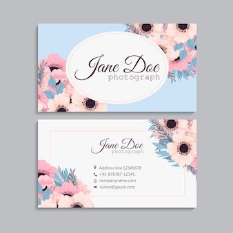 Cartão de visita com lindas flores cor de rosa.