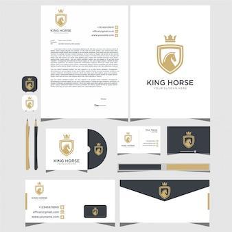 Cartão de visita com logotipo do cavalo rei e design de papelaria