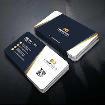 Cartão de visita de modelo de vetor com detalhes de ouro