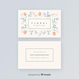 Cartão de visita floral lindo com design plano