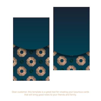 Cartão de visita gradiente azul com ornamentos de ouro vintage para a sua marca.