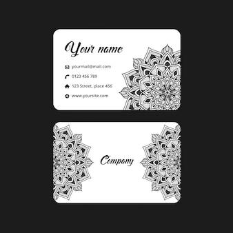 Cartão de visita mandala abstrata. fundo de arabesco de luxo. motivo de padrão floral em preto e branco