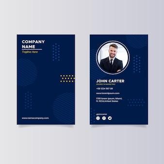 Cartão de visita vertical de design plano