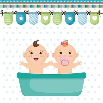 Cartão do chuveiro de bebê com crianças pequenas