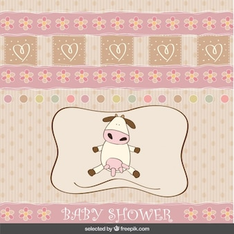 Cartão do chuveiro de bebê com vaca adorável