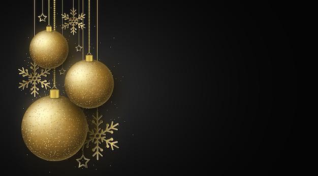 Cartão do projeto do natal. bolas brilhantes douradas. decorações de estrelas penduradas e flocos de neve