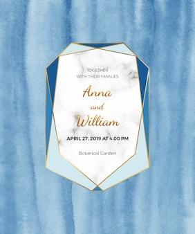 Cartão em aquarela azul com moldura de mármore, linha dourada. textura de papel pintada à mão.