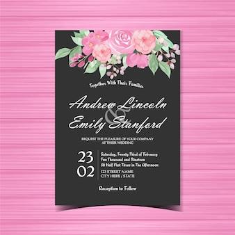 Cartão floral cor-de-rosa e preto do convite do casamen