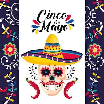 Cartão mexicano com decoração de caveira e chapéu