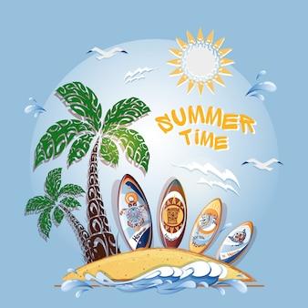 Cartão postal com ilha, palm, mar e um conjunto de pranchas de surf.