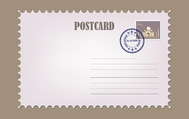 Cartão postal com textura de papel branco. modelo de cartão postal vintage em branco com selo.