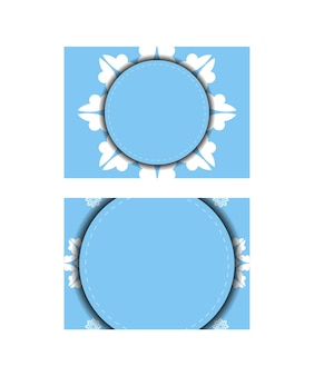 Cartão postal modelo na cor azul com ornamento branco mandala para seu projeto.